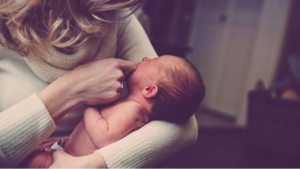 赤ちゃん 抱っこ ママ